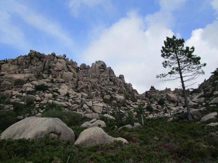 Subiendo al Monte Pindo. Parte central de la ascensión.