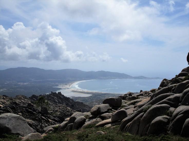 Subiendo al Monte Pindo. Vistas a la playa de Carnota.